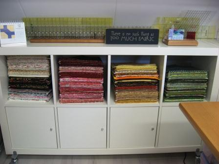 One of my two stash storage units: in the open shelves fat quarters sorted in colour groups, behind the doors larger cuts.