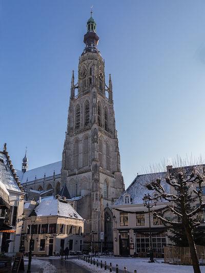 Breda,_de_Grote_of_Onze_Lieve_Vrouwerkerk_RM10305_vanaf_de_Vismarktstraat_foto6_2014-12-28_12.58